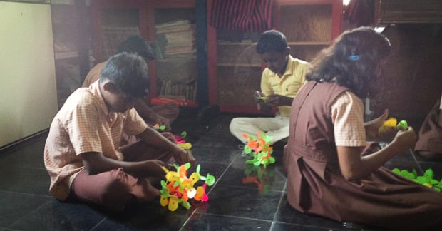 DIY clothespin was used as a building toy by kids in India